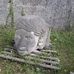 Tête de la Fontaine d'Aigues-Vives abandonnée à Junas par la mairie.